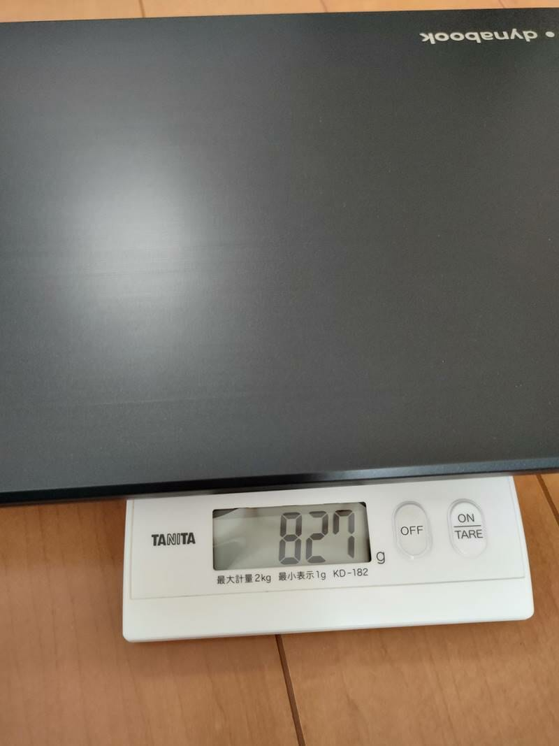 dynabookのGX83/MLEの重量827g